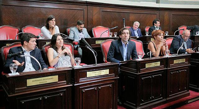 Se unifican dos de los tres bloques peronistas en el Senado bonaerense